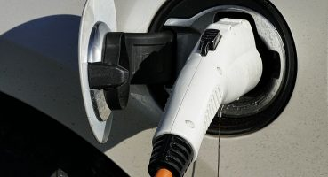 Bu Elektrikli Araba 30 Gün Boyunca Şarj Etmeden Günlük 20 Kilometre Yol Gidebiliyor
